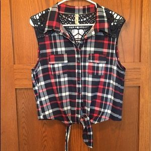 Bella D Plaid Sleeveless Tie Front Top, Size XL